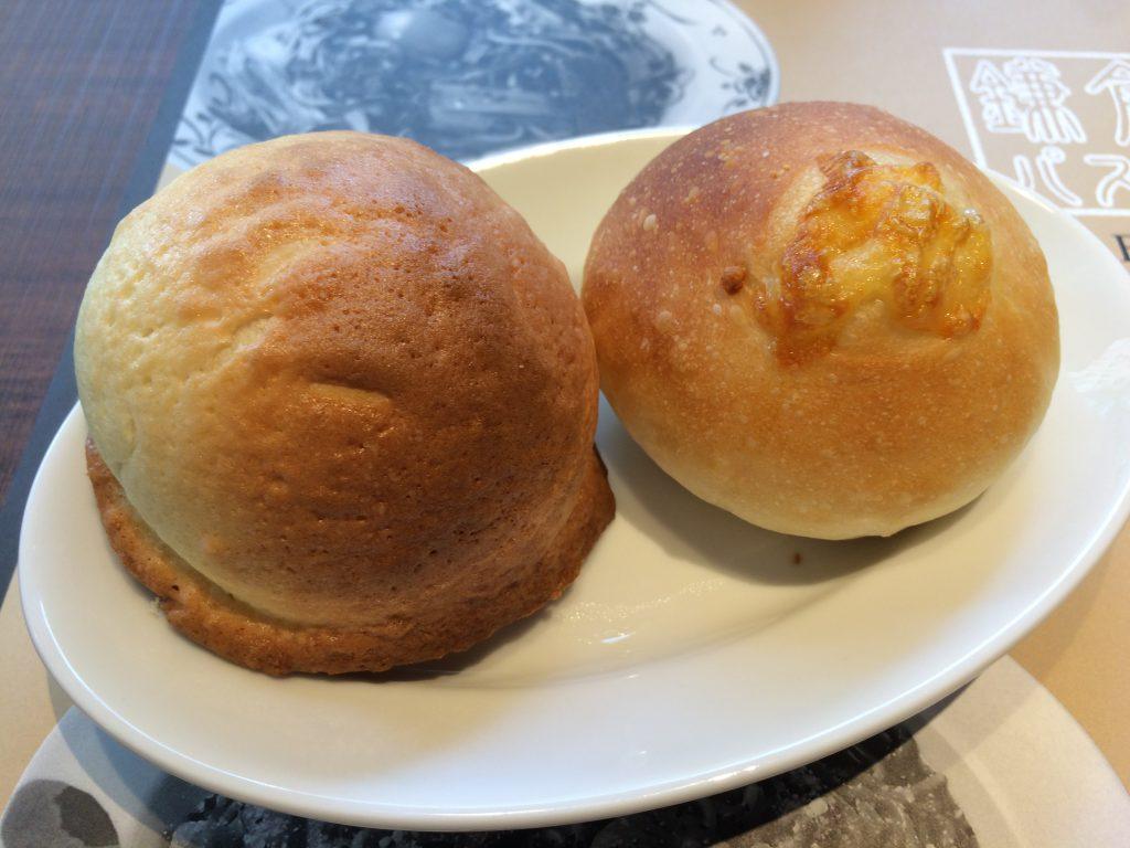 焼きたてのメロンパンは初めて食べた。基本生地は同じで、トッピングでバリエーションにしているみたい。