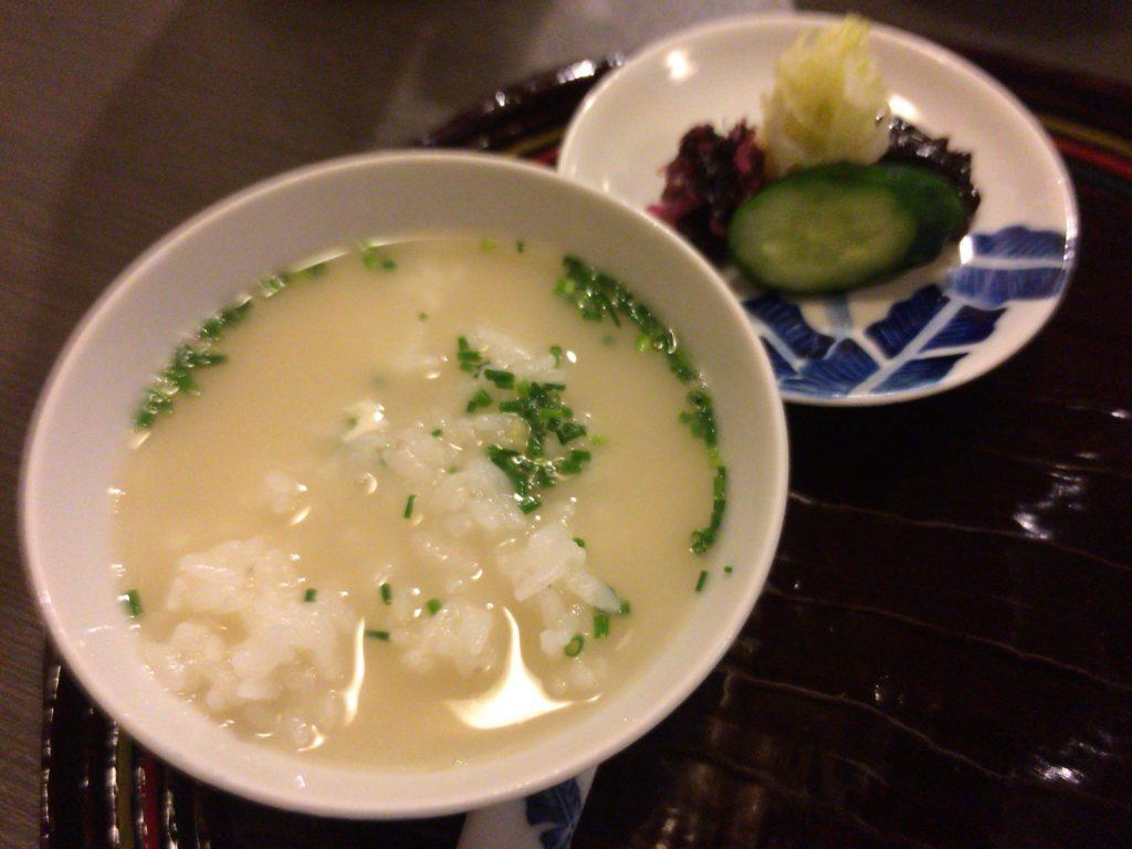 おいしいスープごはんに漬物。これだけの簡易ランチがあってもいい…!