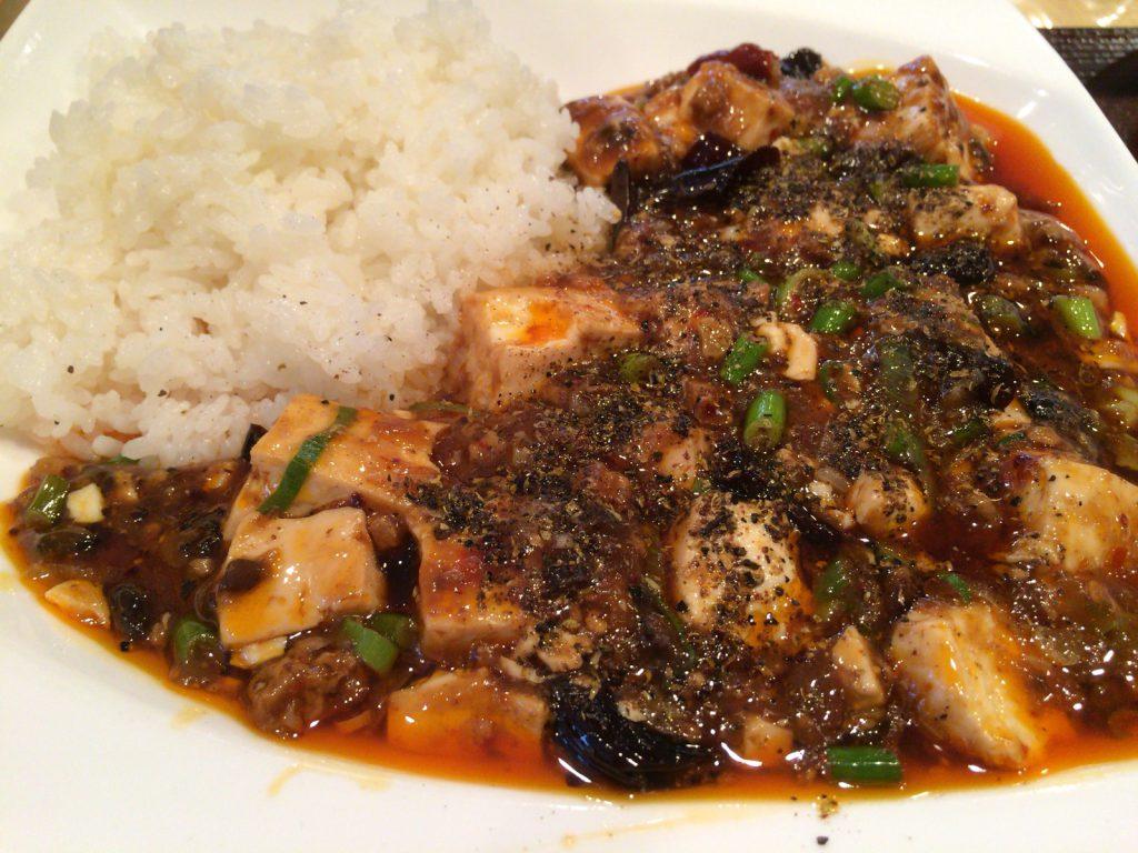 いかにも辛そうな麻婆豆腐。刺激的です。