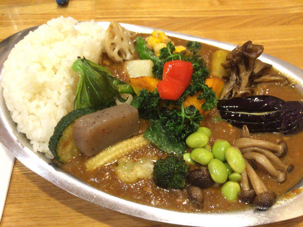 数えきれない野菜の数々。肉は野菜の下に入ってます。