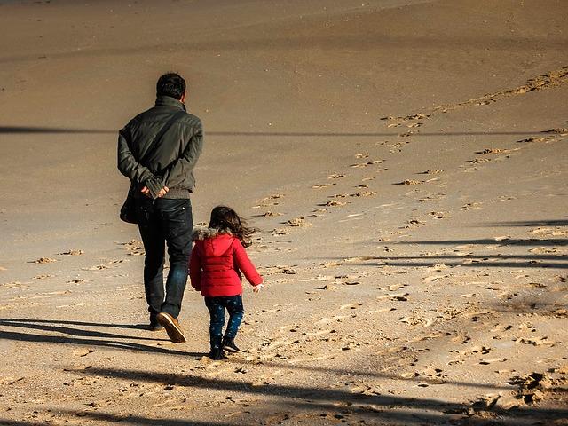 beach-1326656_640
