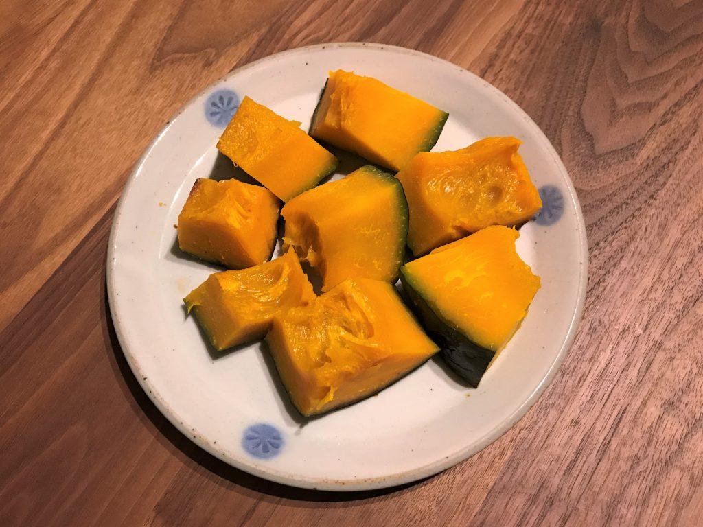 できあがったかぼちゃ。あまりに地味すぎる見た目だが、味は最高なのだ…!!