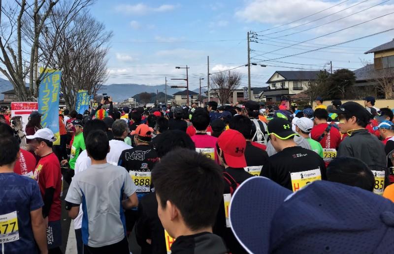 写真:伊万里ハーフマラソンスタート前の様子