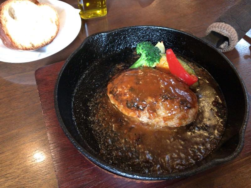 写真:ウッチーノ食堂 ハンバーグ