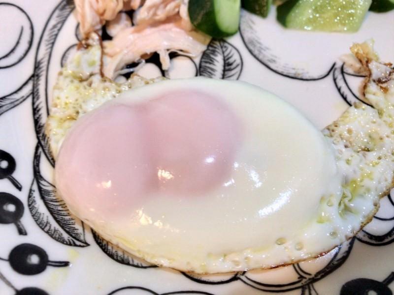 写真:双子卵の目玉焼き