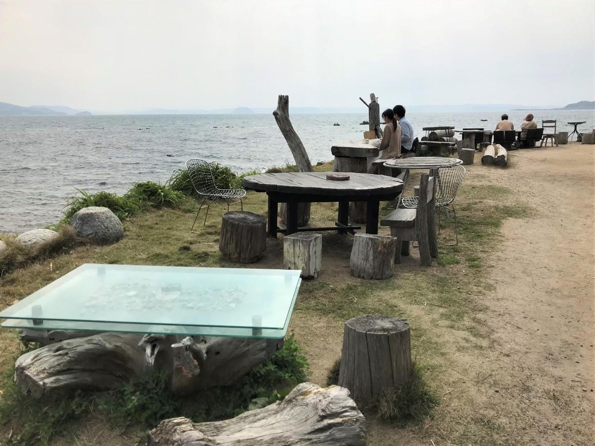 写真:またいちの塩 製造所 工房とったん テーブル席