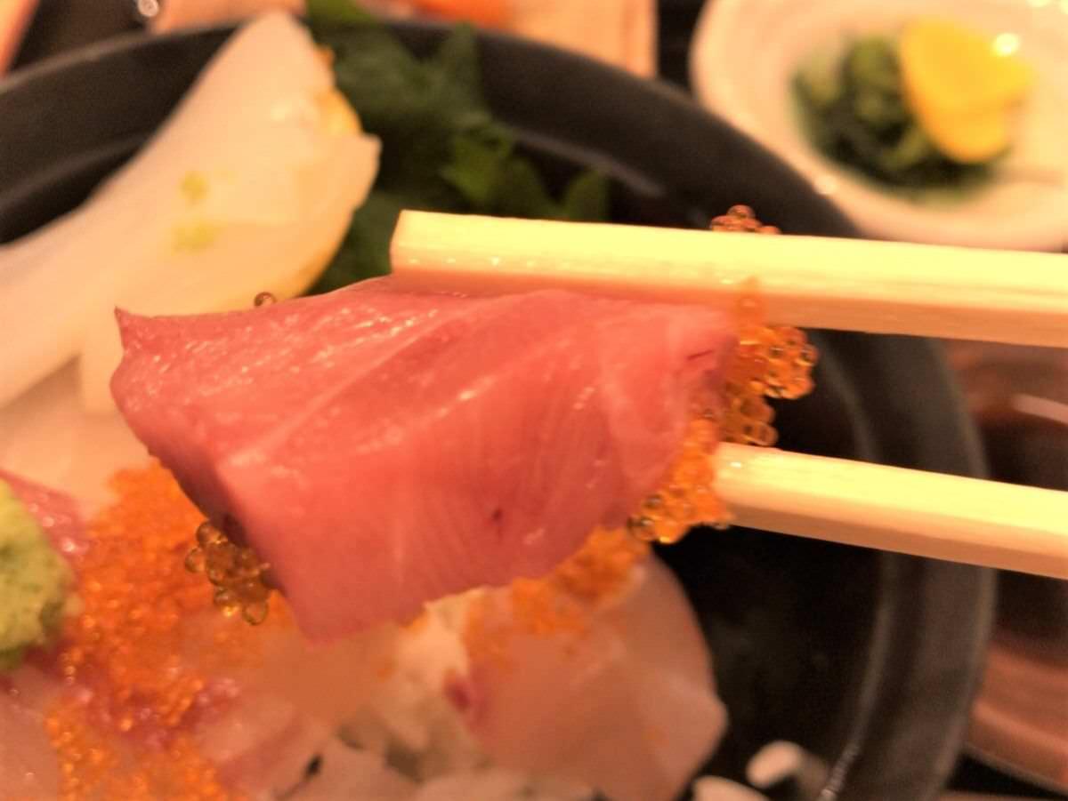 写真:はかた天乃 KITTE店 海鮮丼の中トロ