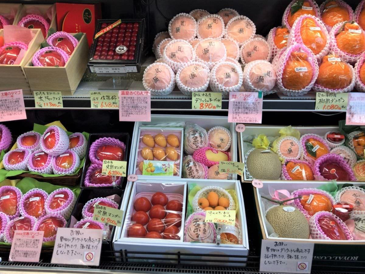 写真:佐賀 新SUN 1階フルーツショップの果物