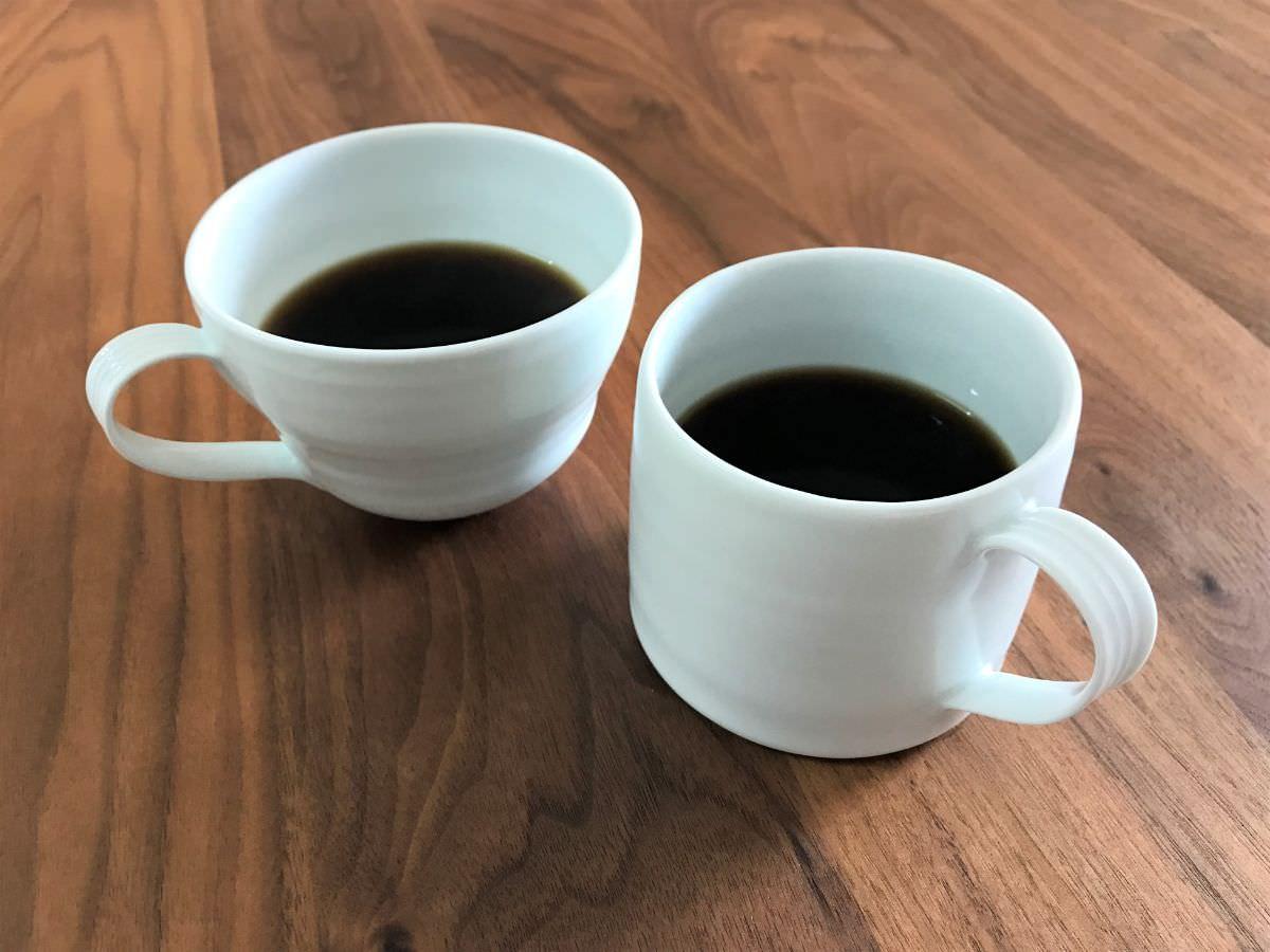 写真:有田陶器市で買ったG工房のマグカップ2種