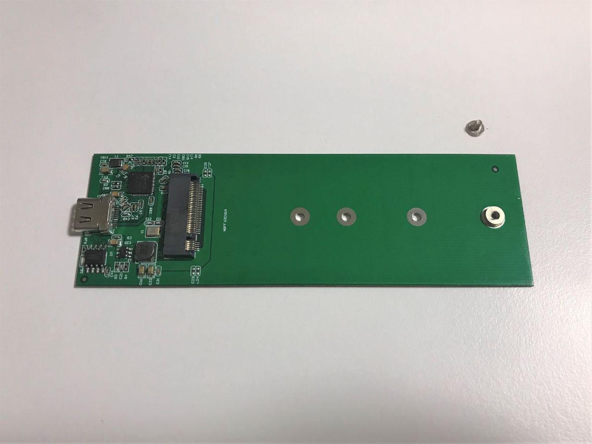 写真:SSDケース内部