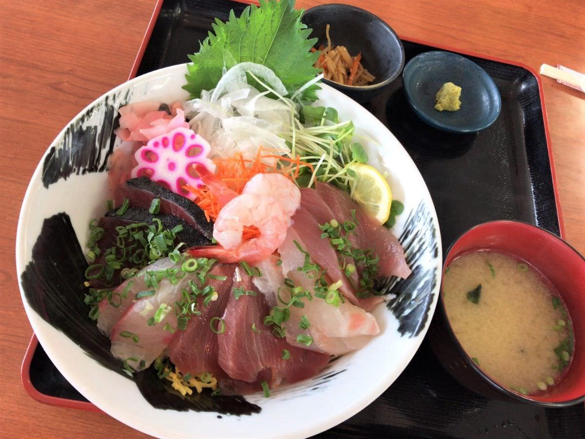 写真:道の駅 山川港 活お街道 海鮮丼
