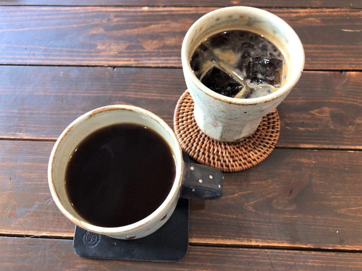 写真:糸島 Kafuwa Coffee ホットコーヒーとアイスコーヒー