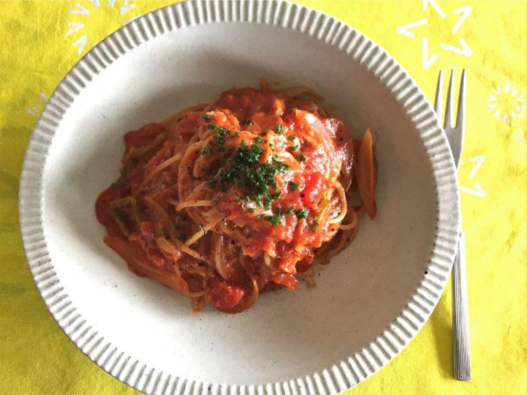 写真:水漬けパスタ トマトソース