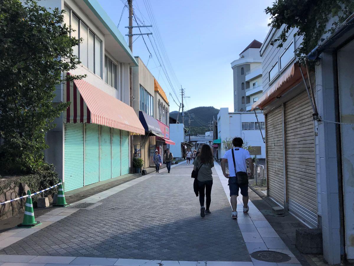 写真:日暮れの青島神社参道(宮崎)