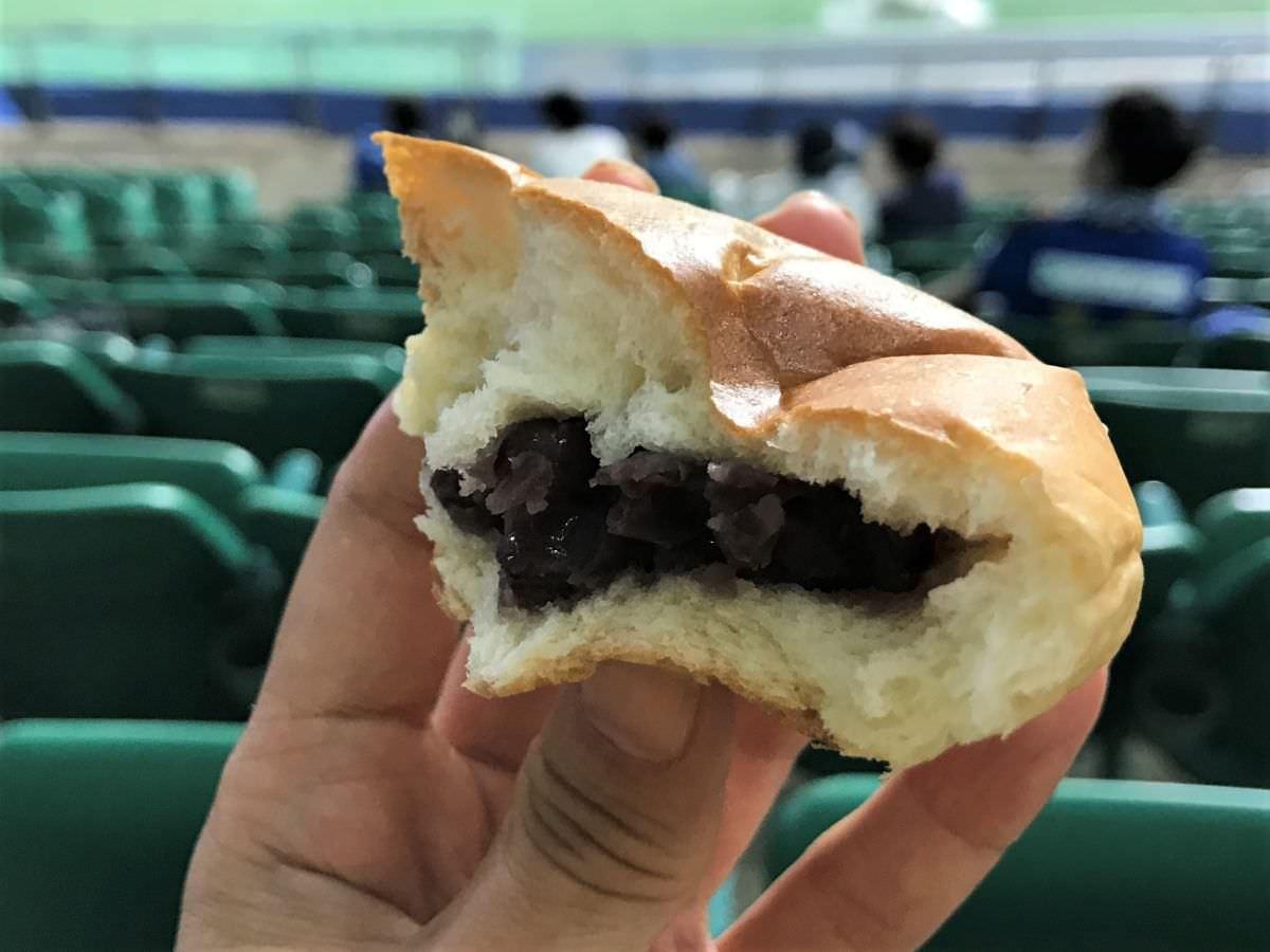 写真:友永パン屋 つぶあんパン