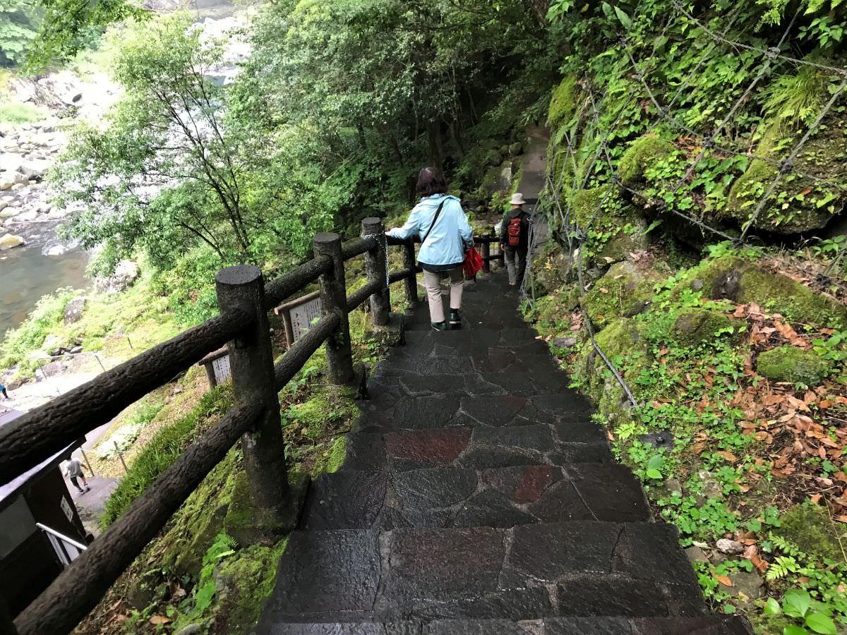 写真:高千穂峡 ボート乗り場への階段