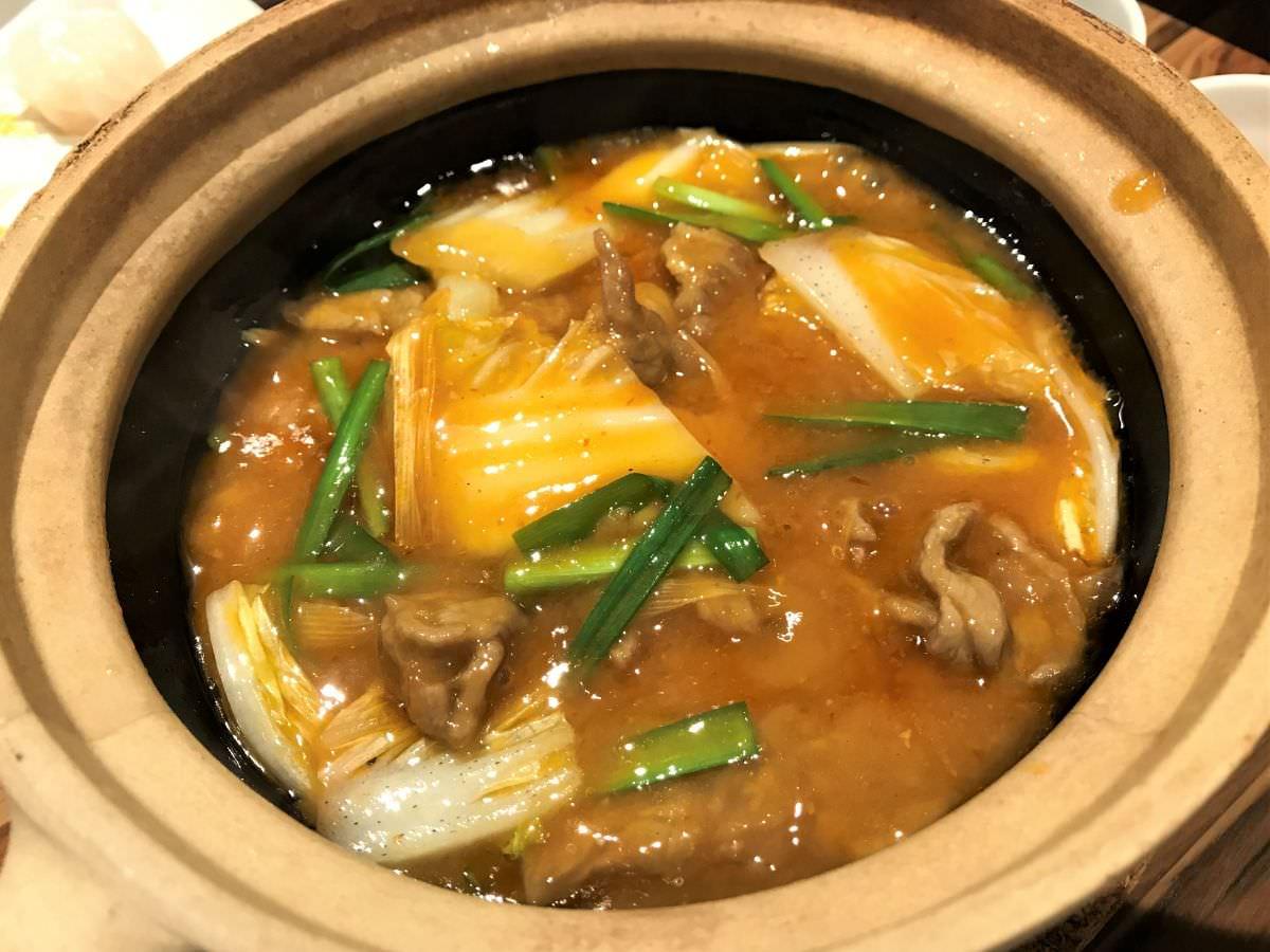 写真:蓮華 牛肉と野菜の唐辛子煮込み