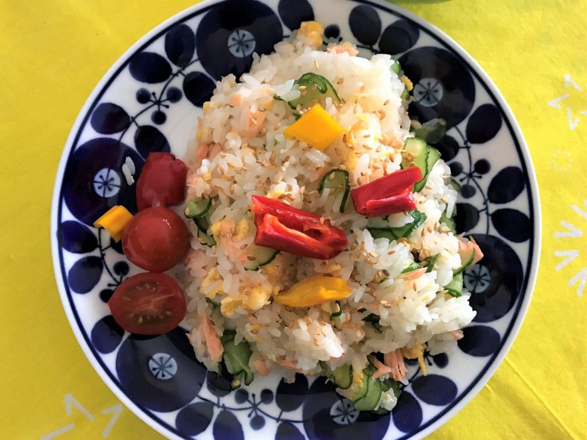 写真:きのう何食べた?より 鮭と卵とキュウリのお寿司 再び