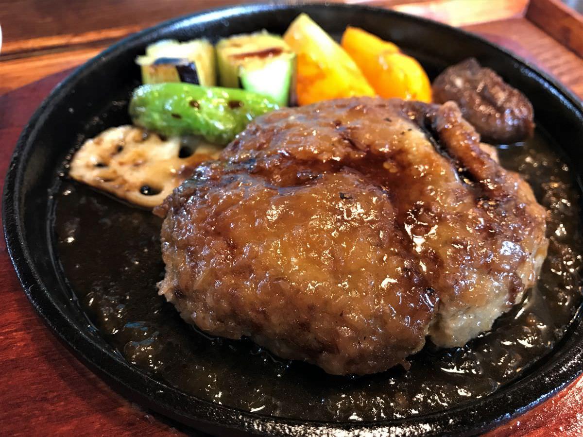 写真:福岡糸島 はれるや 鉄板ハンバーグ定食