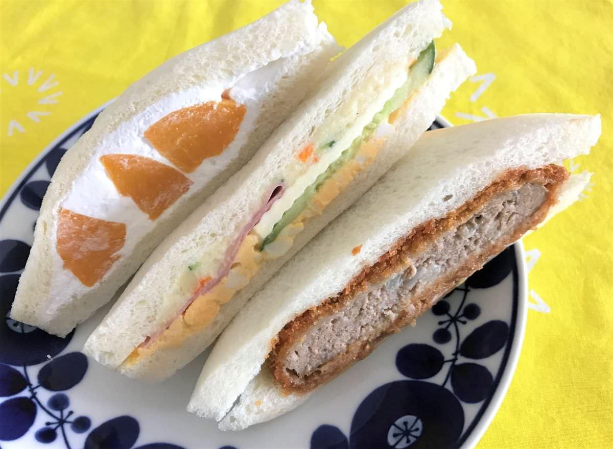 写真:福岡 糸島 サンドーレ フルーツ、スペシャル、メンチカツのサンドウィッチ