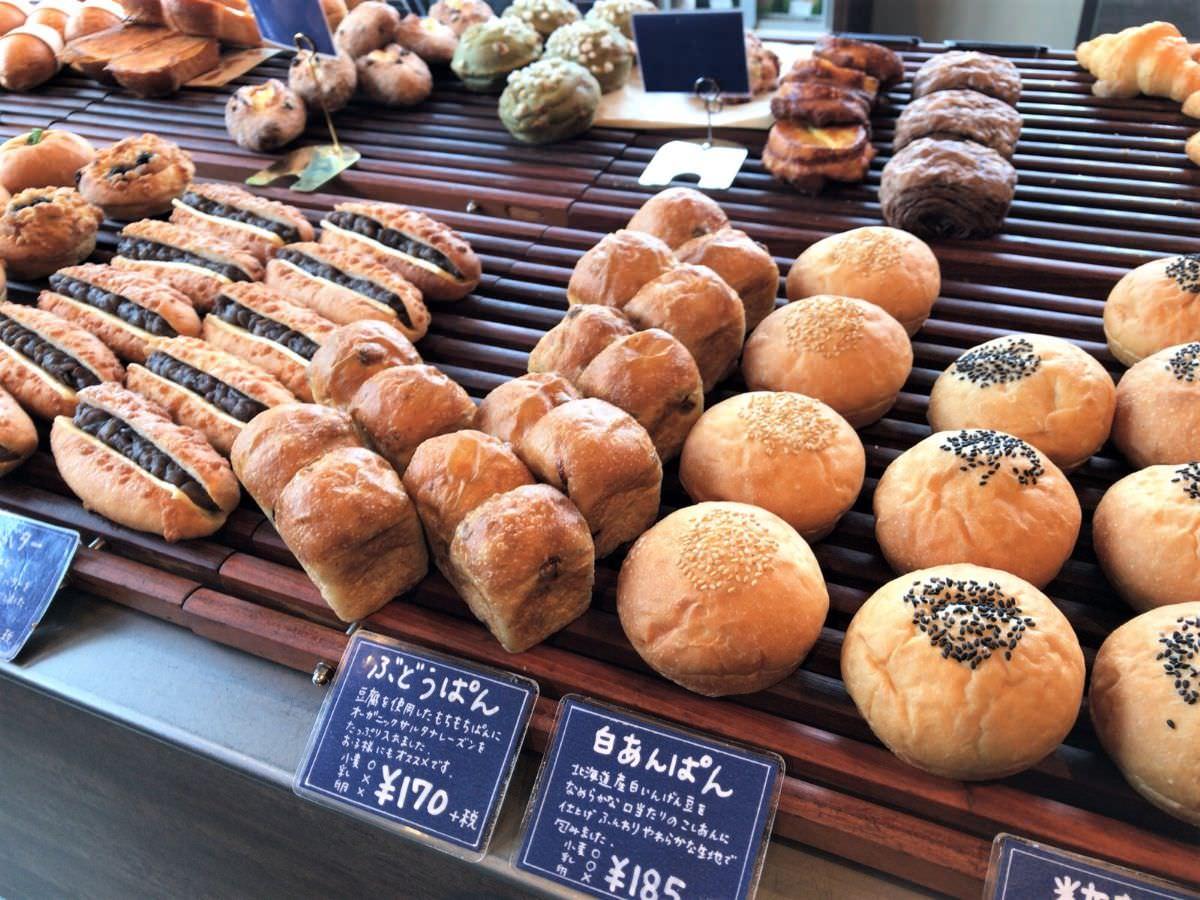 写真:福岡 早良区 BLUE JAM パンが並ぶ様子