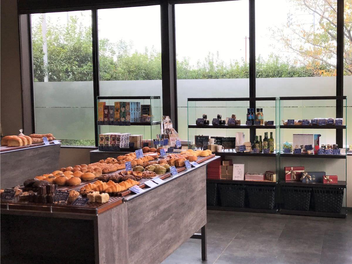 写真:福岡 早良区 BLUE JAM 1階のパン販売店