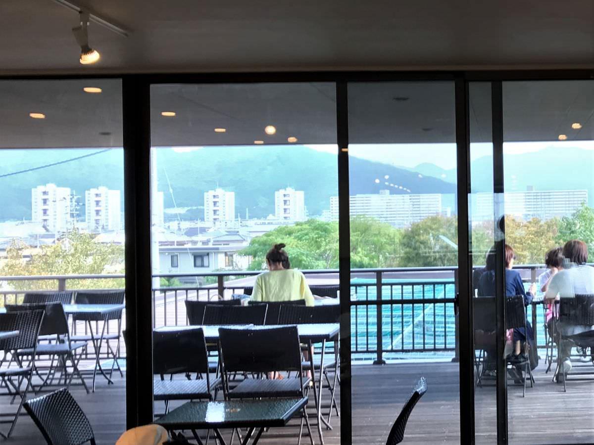 写真:福岡 早良区 BLUE JAM 2階のカフェスペース テラス席