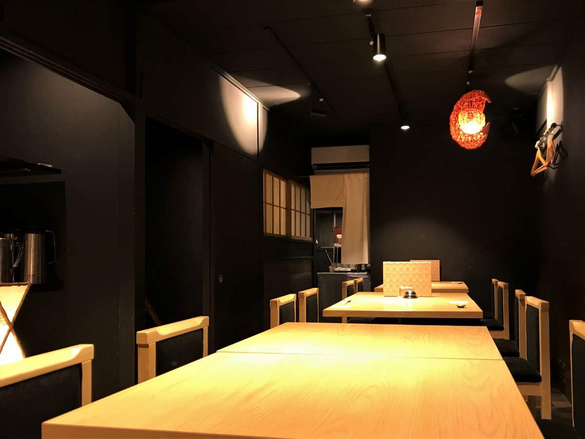 社員:東京 西荻窪 割烹熊谷 2階テーブル席の様子