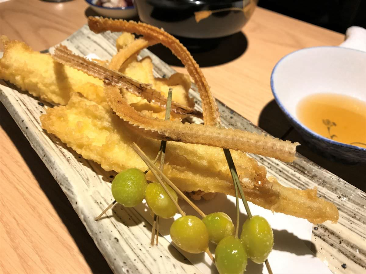 社員:東京 西荻窪 割烹熊谷 穴子の天ぷら・骨せんべい・ぎんなん