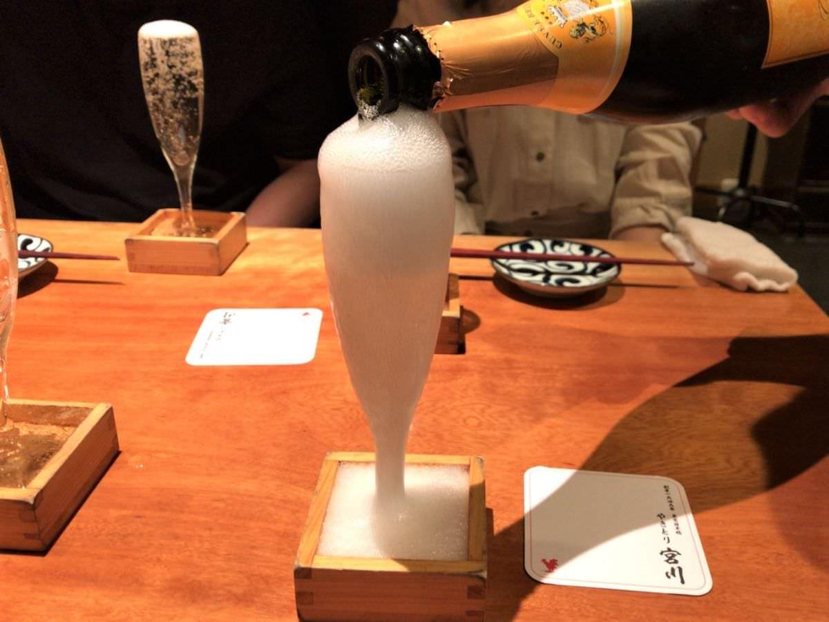 写真:やきとり宮川 四ツ谷 こぼれスパークリングワイン