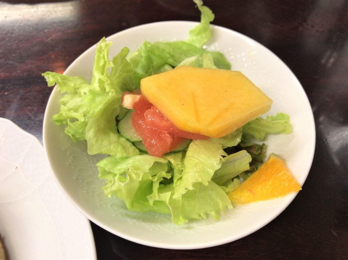 写真:東京 日本橋 花時計 ホットケーキセットのフルーツサラダ