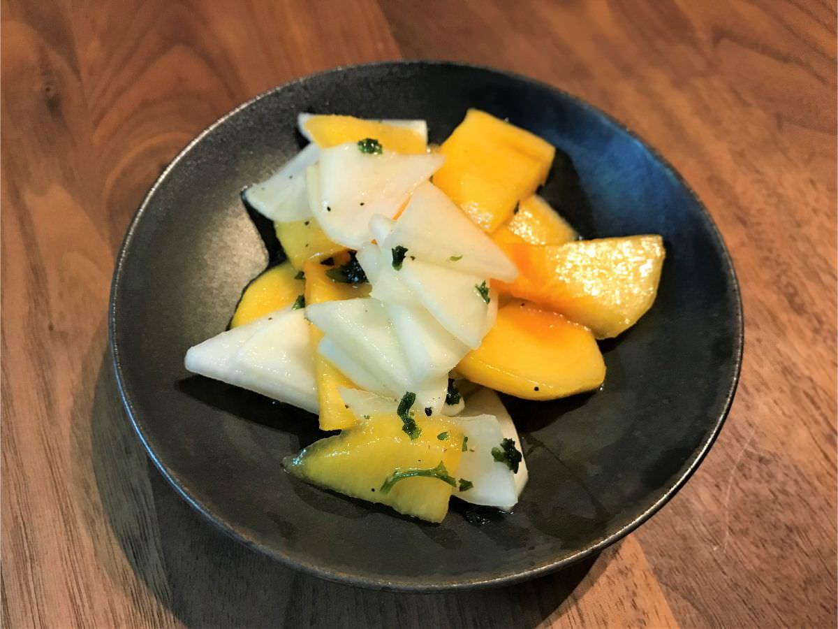 写真:柿と大根のレモンペッパーサラダを作りました