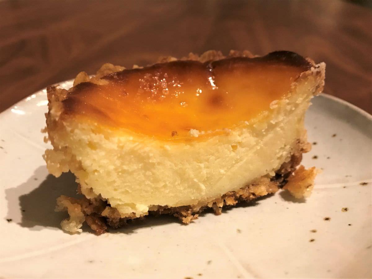 写真:福岡市西区 コンティニュー チーズケーキ断面