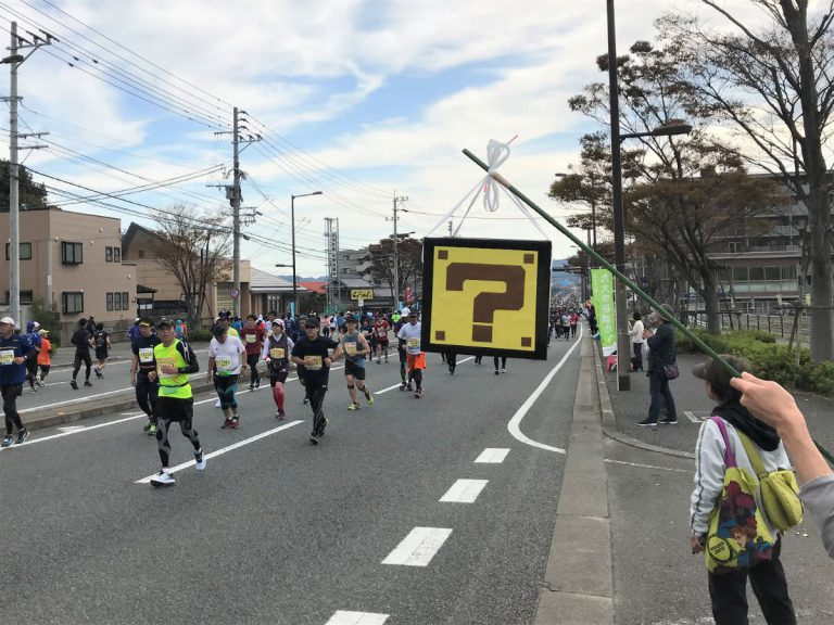 写真:福岡マラソンではてなボックスで応援する