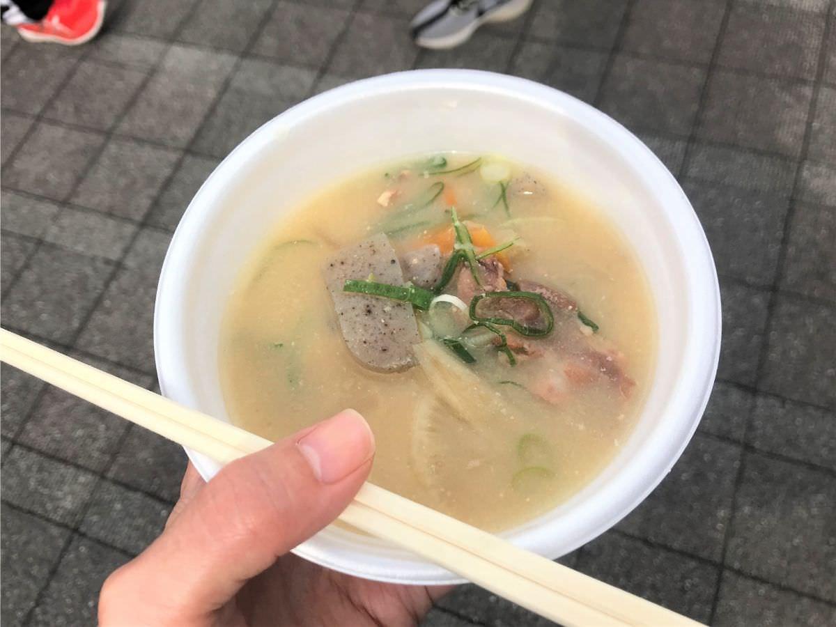 写真:富士しゃくなげ湖ハーフマラソン 無料の豚汁をいただきました