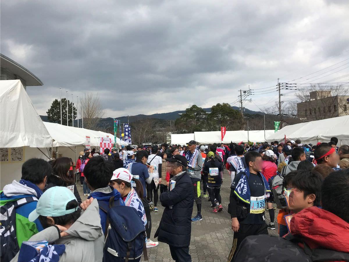 写真:伊万里ハーフマラソン 会場は人でいっぱいです