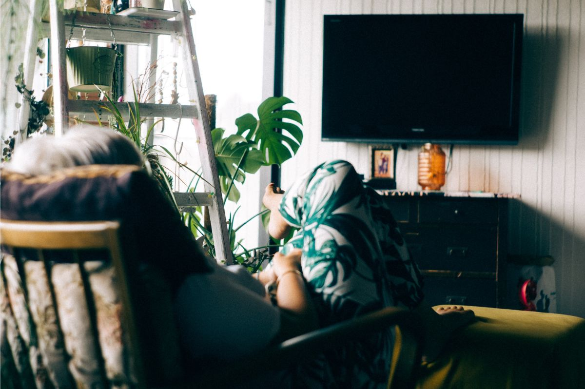 写真:TVを見るイメージ