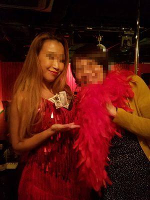 写真:福岡中洲 CABADY 踊り子さんと一緒に写真