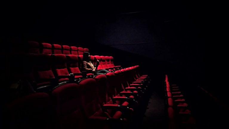 写真:映画館イメージ
