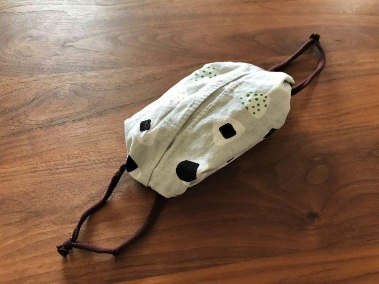 写真:折るだけの布マスク完成