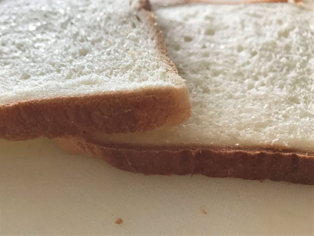 写真:10枚切りの厚さになったパン