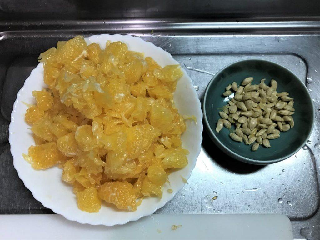 写真:甘夏マーマレード 実と種