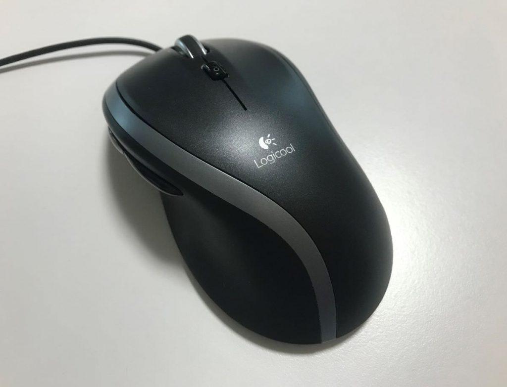 写真:棚から出てきたマウス