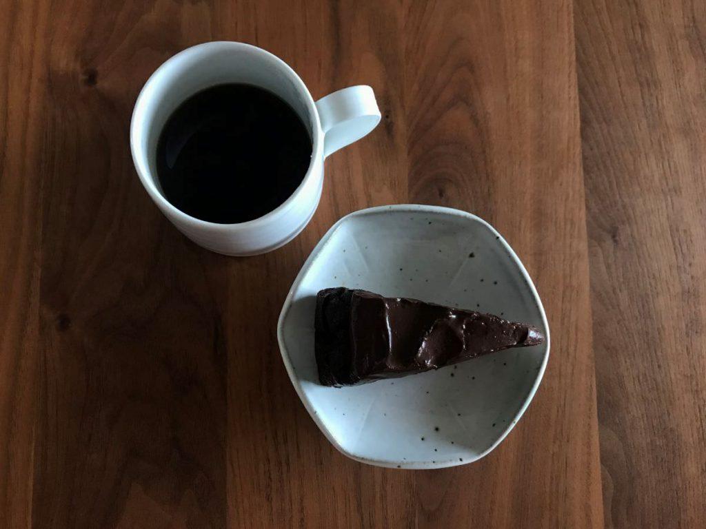 写真:福岡糸島 BENCH & MUG コーヒーと一緒に食べるケーキがコンセプトなので、ちゃんとコーヒー淹れました