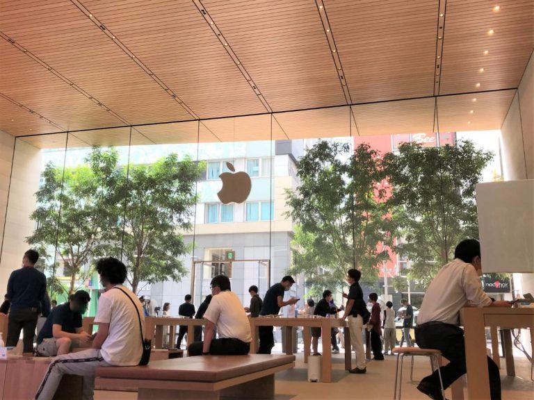 写真:AppleStore福岡天神の店内の様子
