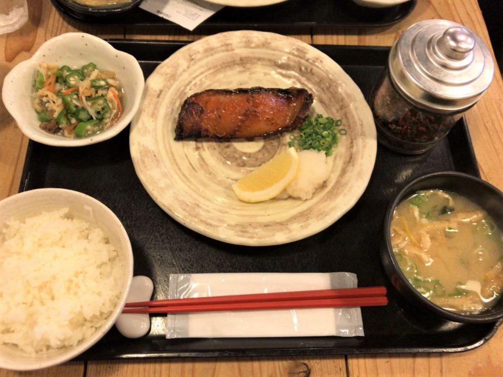 写真:福岡天神 梅山鉄平食堂 銀だらみりん干し定食