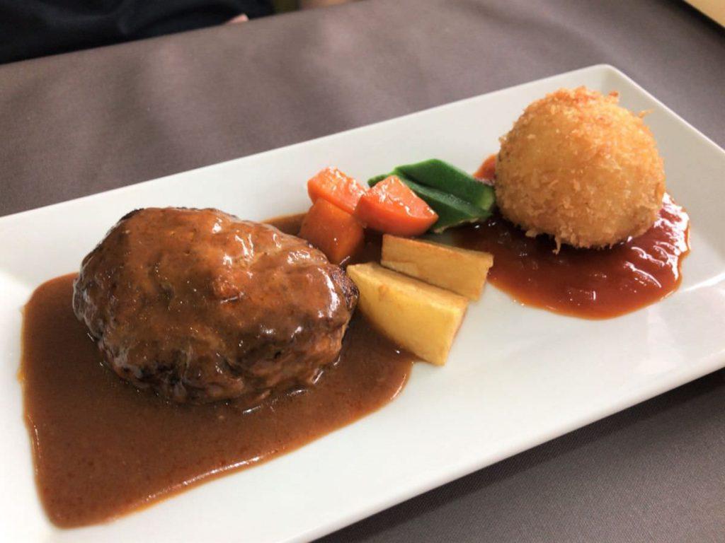 写真:福岡糸島 レストラン美咲亭 ハンバーグとかにクリームコロッケ
