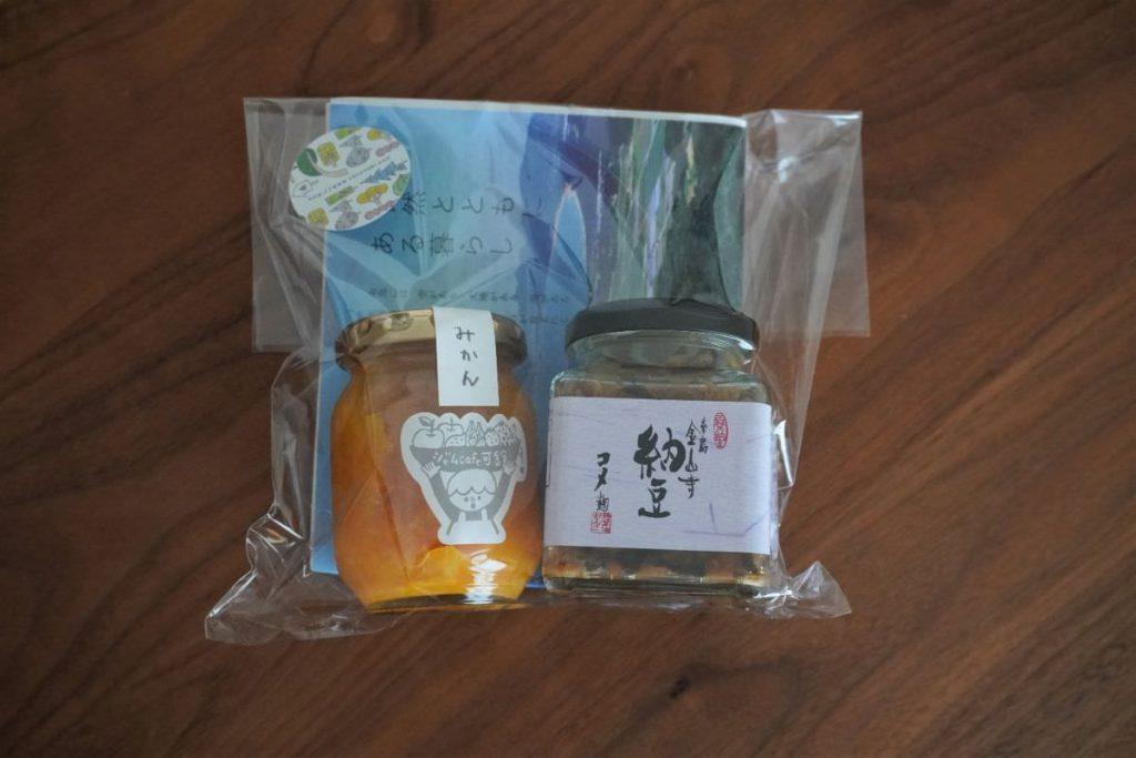 写真:美容院でもらったプレゼントのみかんジャムと糸島金山寺納豆