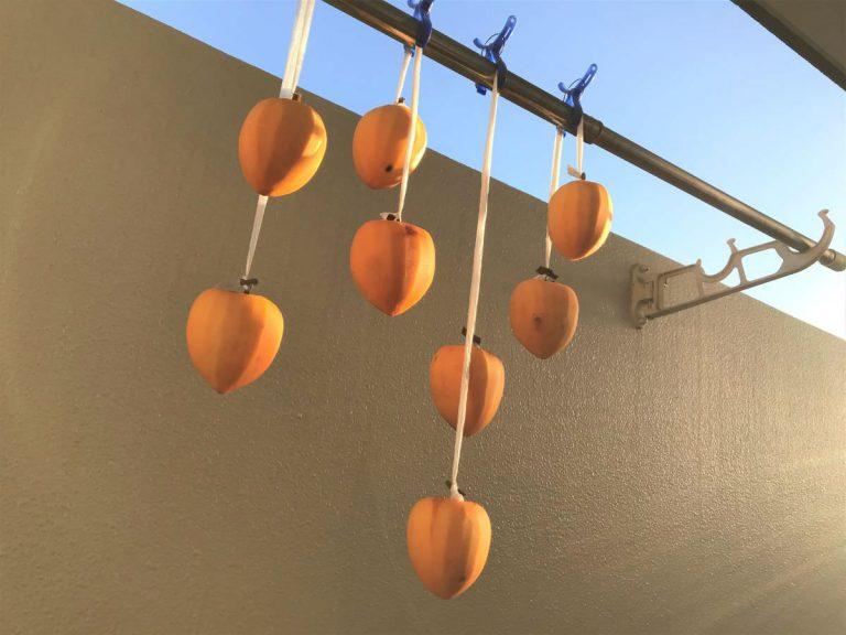 写真:干し柿づくり。