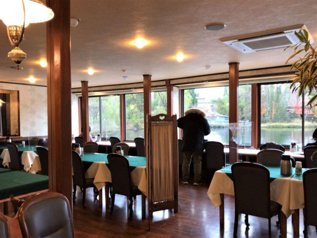 写真:大分由布院 レストラン洋灯舎の店内